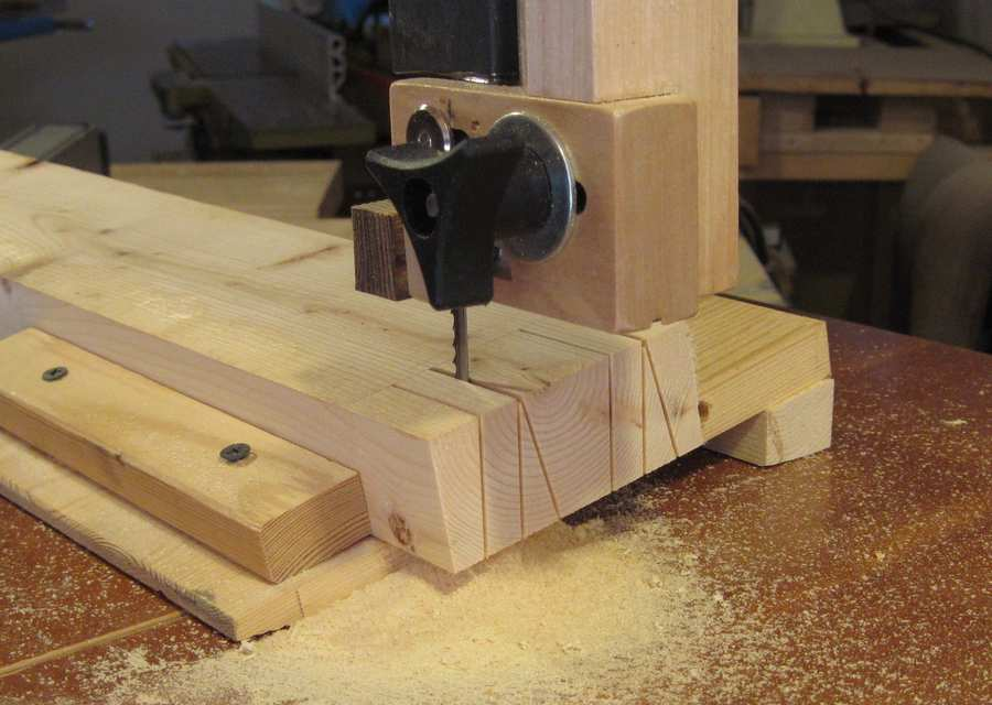 Bandsaw Jig For Dovetails