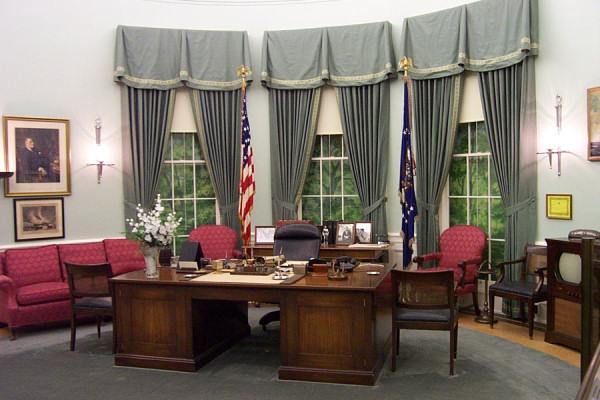 oval office desks. The First Desk Used In Oval Office Desks