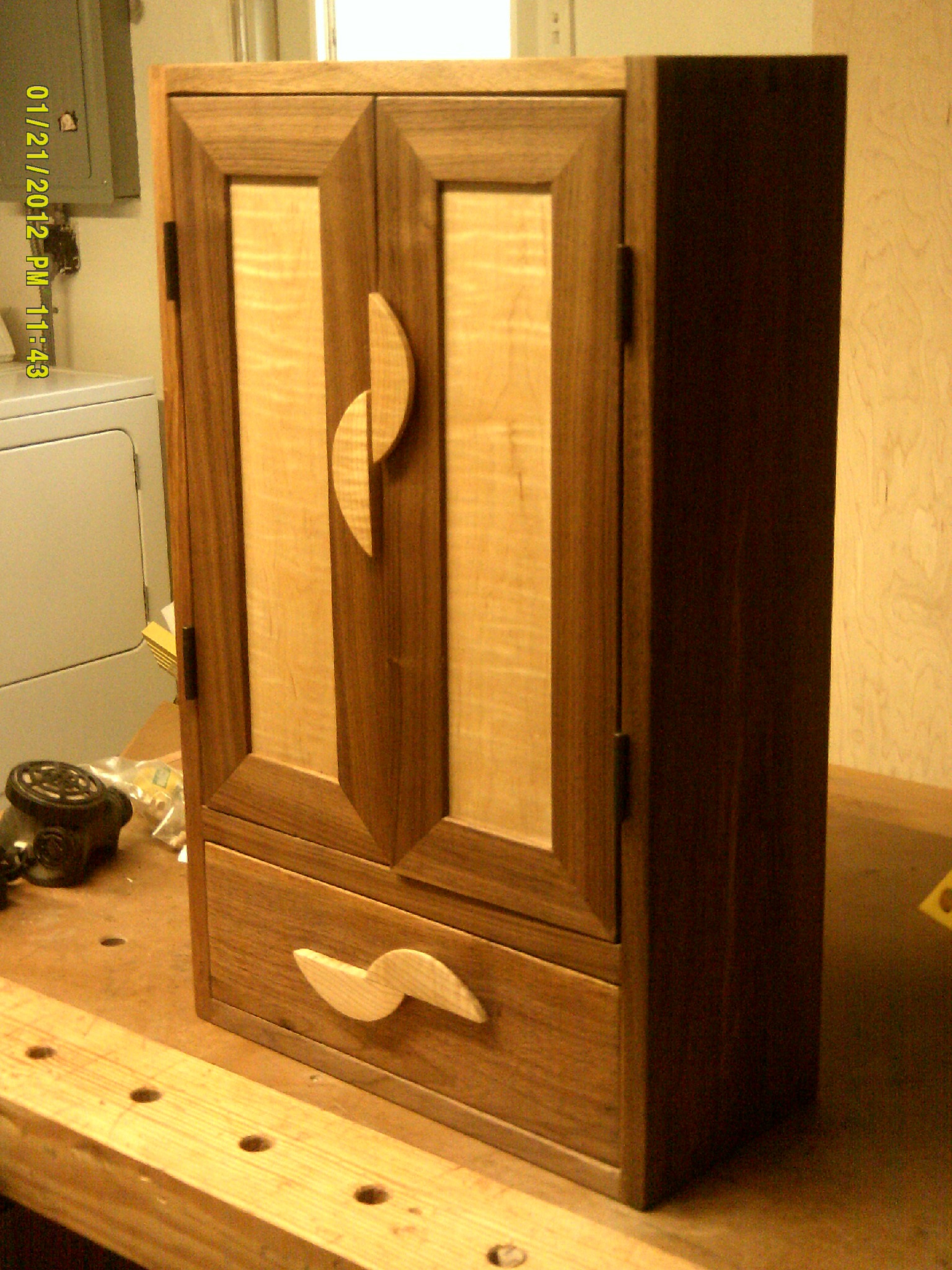 Hanging Wall Cabinet stuff i've built: the hanging wall cabinet | tom's workbench